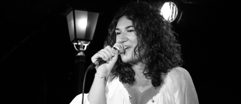 Joana Mendil chante Aznavour