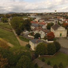 Le château et l'église Saint Denys